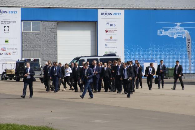 В.В.Путин, обходит, авиасалон, МАКС, 2017