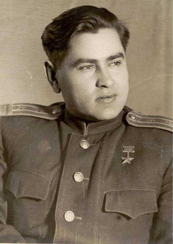 летчик-ас, Героя Советского Союза, А. П. Маресьев