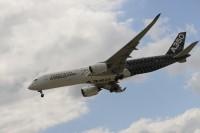 красота полета, новейшего, инновационного, широкофюзеляжного, самолета, Airbus A350, аэрокосмическом, салоне, МАКС, 2017, полет, Airbus, A350, MAKS-2017